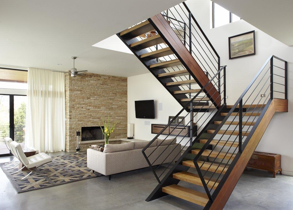 Дизайн металлической лестницы в частном доме